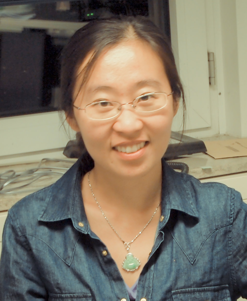 Cindy was born in China, and studied Business Management and Biochemistry and Molecular Biology in the Ocean University of China. She received the Masters Degree of Science from Ghent University Belgium in 2012. Between 2012 and 2016, as member of the IMPRS, Cindy was working on Evolutionary Game Theory and population dynamics in the Research Group of Evolutionary Theory at the Max Planck Institute in Plön, supervised by Prof. Dr. Arne Traulsen. Cindy now moved to Switzerland where she is doing her postdoc in the lab of Prof. Dr. Hanna Kokko at the University of Zürich.Contact: li@evolbio.mpg.de